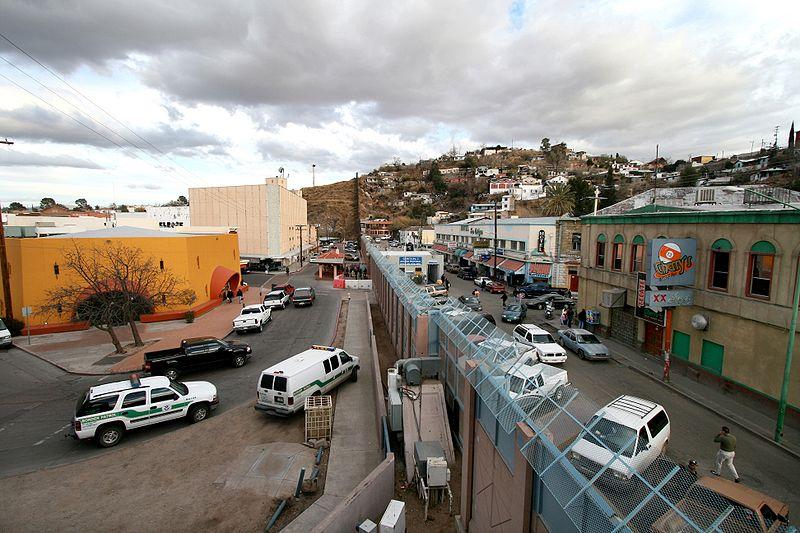 Mexican-American Border in Arizona (Photo: Wikipedia)